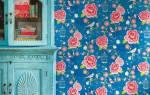 Какие шторы подойдут к обоям в цветочек?