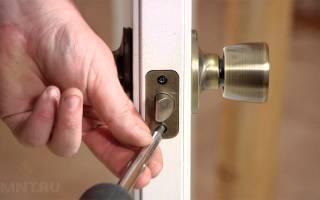 Как прикрутить ручку к межкомнатной двери?