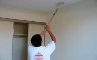 Можно ли покрасить потолок не смывая побелку?