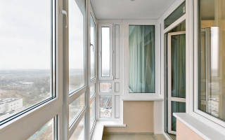 Сколько стоит застеклить балкон в хрущевке