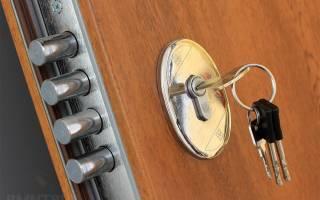 Как заменить личинку в дверном замке?