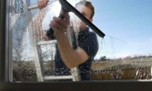 Как очистить стекло от бетона?