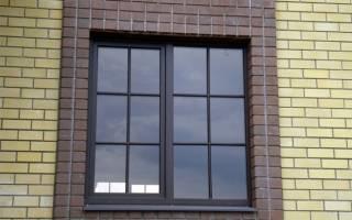 Пластиковые окна с декоративной решеткой внутри